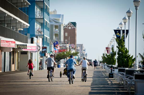 BikingRollerblading-group-on-boardwalk