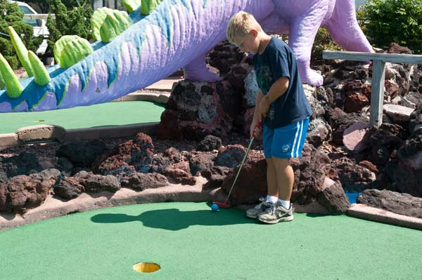 AmusementsEntertainment-dino-golf-putting