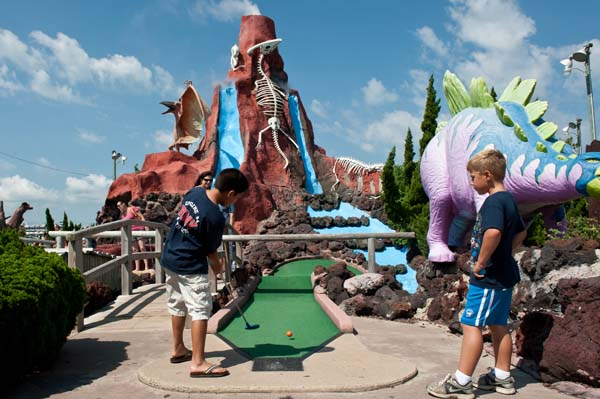 AmusementsEntertainment-dino-golf